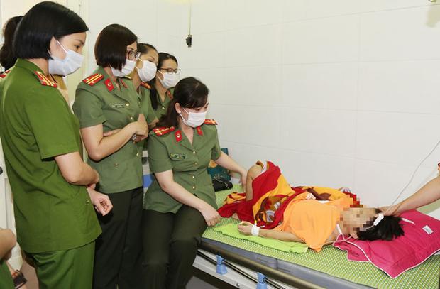 Vụ bé gái 6 tuổi bị bố đẻ bạo hành dã man ở Bắc Ninh: Hàng xóm sống trong nỗi sợ hãi, nhiều người bị dí dao vào cổ dọa giết nếu tiết lộ sự việc - Ảnh 5.
