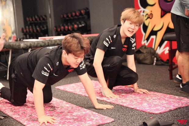 Hài hước: T1 quyết định mạnh tay bắt cả đội tập thể dục... để giành vé đi Chung Kết Thế Giới - Ảnh 7.