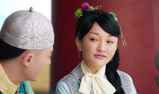 2 năm sau Như Ý Truyện, Châu Tấn gây giật mình với kiểu tóc và váy áo cưa sừng làm nghé quá mức so với tuổi 45 - Ảnh 6.