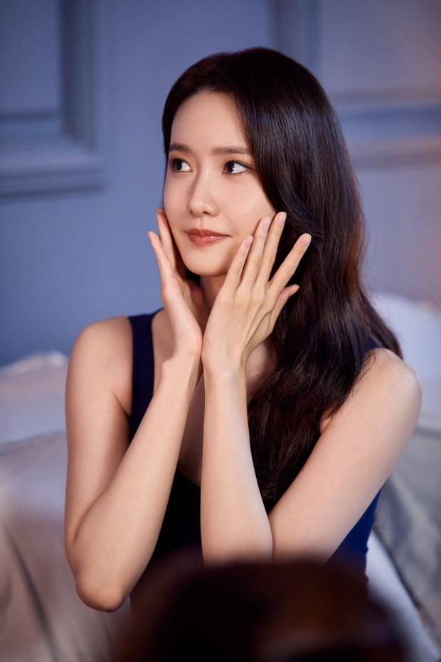Yoona thăng cấp từ nữ thần lên bà hoàng: Vừa tạm biệt hãng mỹ phẩm bình dân đã thành nàng thơ cho hãng hi-end - Ảnh 6.