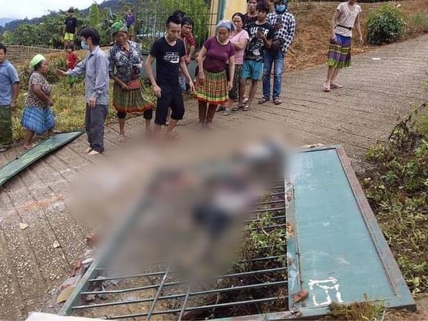 Lào Cai: Cổng trường mầm non đổ sập khiến 3 cháu nhỏ tử vong thương tâm - Ảnh 1.