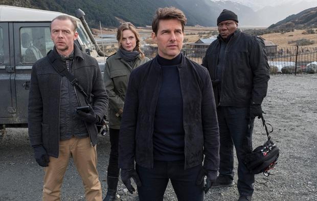 Tom Cruise lao xe khỏi vách núi ở hậu trường Mission: Impossible 7, xem mà thót tim luôn á! - Ảnh 1.