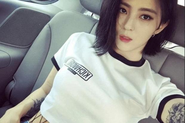 Đào lại ảnh tiểu tam hot nhất xứ Hàn Han So Hee xuống tóc: Knet phải nức nở khen nữ thần, còn giống thiên tài nhà JYP - Ảnh 5.