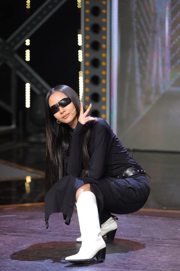 Suboi bất ngờ đụng độ Lisa: Nữ hoàng Rap Việt da nâu bao ngầu, Lisa da trắng nõn kiêu sa - Ảnh 7.