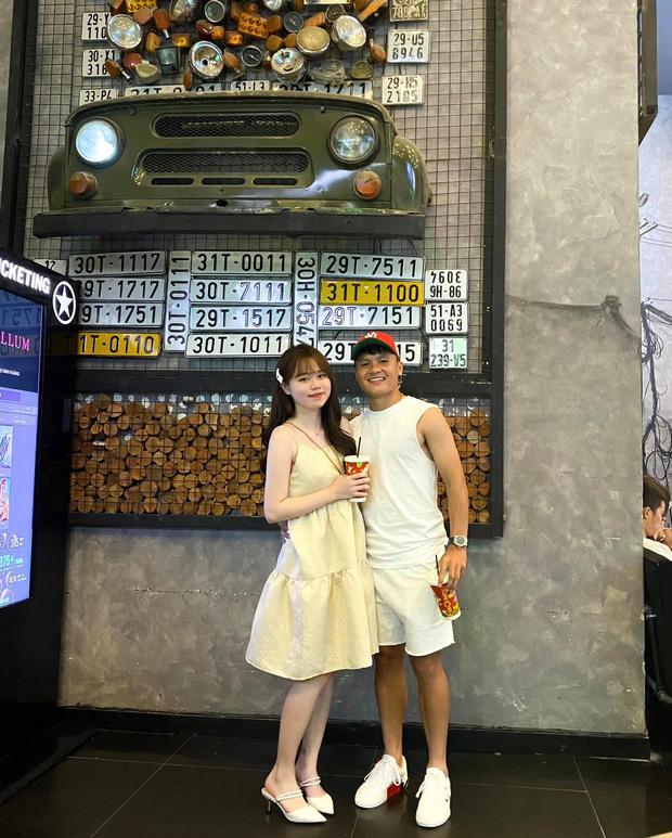 Bạn gái Quang Hải diện áo tắm khoe chân dài bên bể bơi, có động thái dằn mặt anti-fan hay soi việc mặc bikini - Ảnh 3.