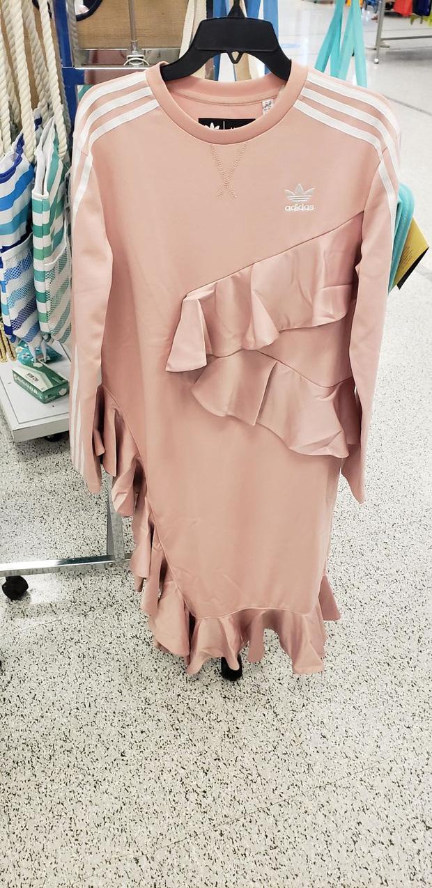 Những thiết kế thời trang thảm họa mà bất cứ người mua hàng nào nhìn thấy cũng muốn trả về nơi sản xuất ngay lập tức - Ảnh 3.