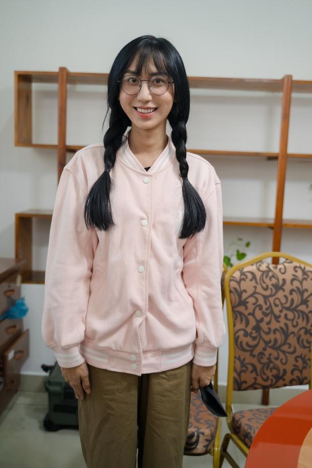 Đóng giả cô gái bán nước trong trường học, Lynk Lee bị bảo vệ tóm vì nghi là kẻ xấu - Ảnh 2.