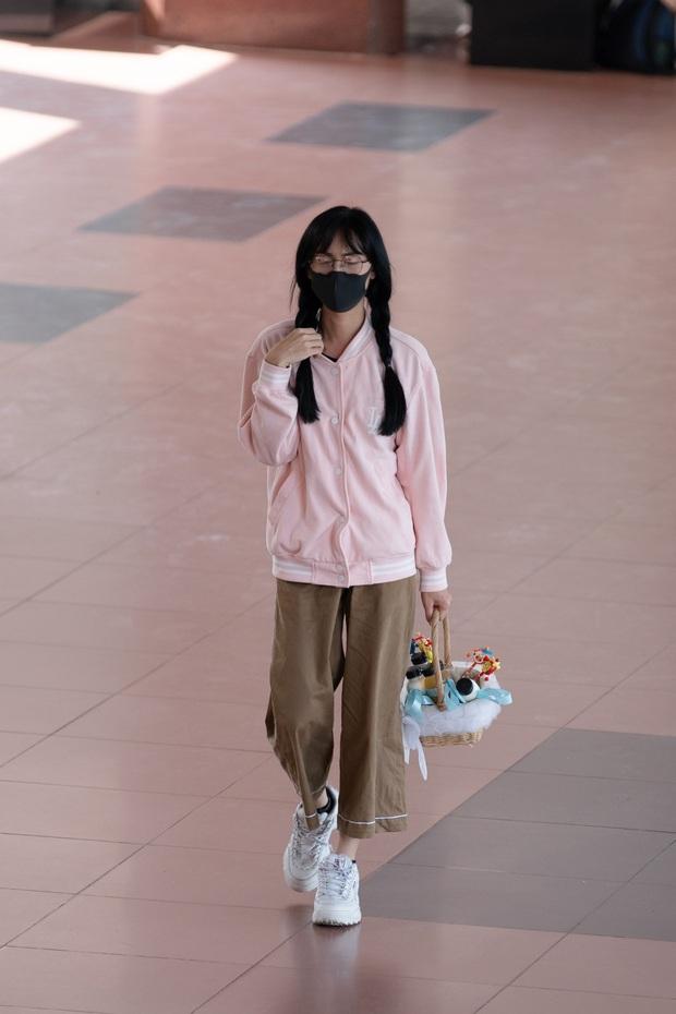 Đóng giả cô gái bán nước trong trường học, Lynk Lee bị bảo vệ tóm vì nghi là kẻ xấu - Ảnh 3.