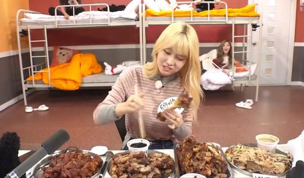 Muốn làm gà nhà JYP bạn phải biết 5 nội quy này: Không đến quán bar có phục vụ là nữ, không được phép hát tiếng Hàn - Ảnh 2.