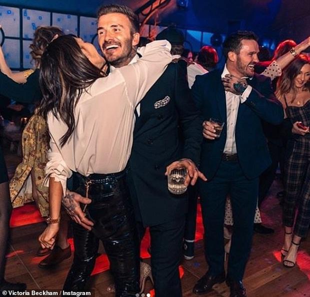 Báo Anh đưa tin vợ chồng David Beckham nhiễm COVID-19 do dự tiệc từ tháng 3, kéo theo 2 nhân viên đi cùng dương tính - Ảnh 3.