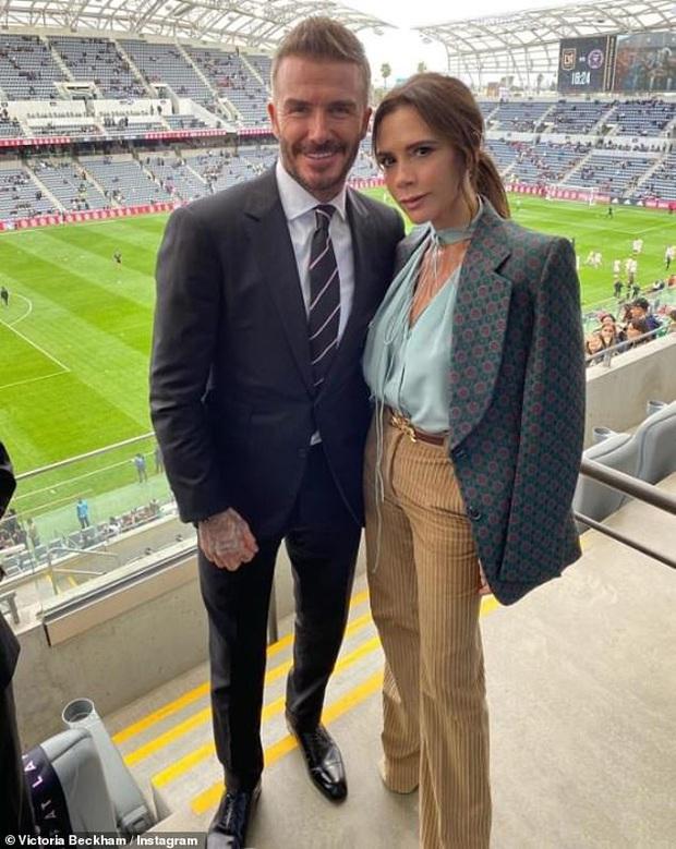 Báo Anh đưa tin vợ chồng David Beckham nhiễm COVID-19 do dự tiệc từ tháng 3, kéo theo 2 nhân viên đi cùng dương tính - Ảnh 4.