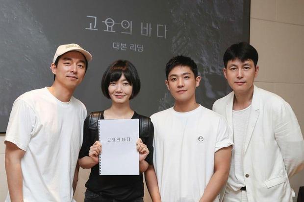 Chú yêu tinh Gong Yoo đụng độ chị đại Bae Doo Na ở phim kinh dị mới  - Ảnh 1.