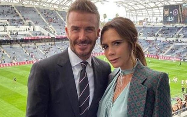 Động thái mới nhất của Victoria Beckham trước thông tin hai vợ chồng cùng nhiễm Covid-19 được báo chí Anh đăng tải - Ảnh 2.