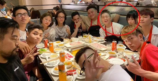 Soi kỹ mới thấy, hình như đồ Karik vừa thay tại Rap Việt là... mượn của bạn gái hotgirl Bella? - Ảnh 3.