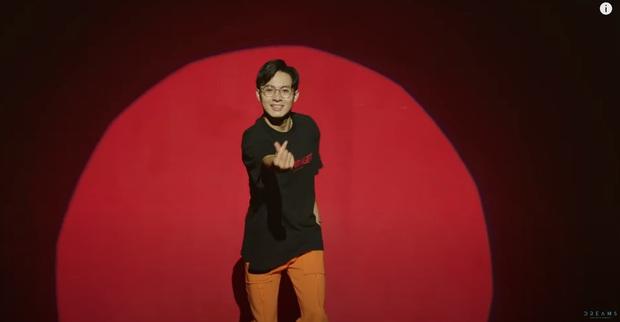 """Cara """"chốt đơn"""" bằng cái thơm má NoWay trong MV mới, cặp đôi Cano lại làm dân tình quắn quéo vì quá đáng yêu - Ảnh 3."""