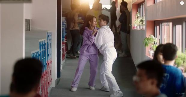 """Cara """"chốt đơn"""" bằng cái thơm má NoWay trong MV mới, cặp đôi Cano lại làm dân tình quắn quéo vì quá đáng yêu - Ảnh 4."""