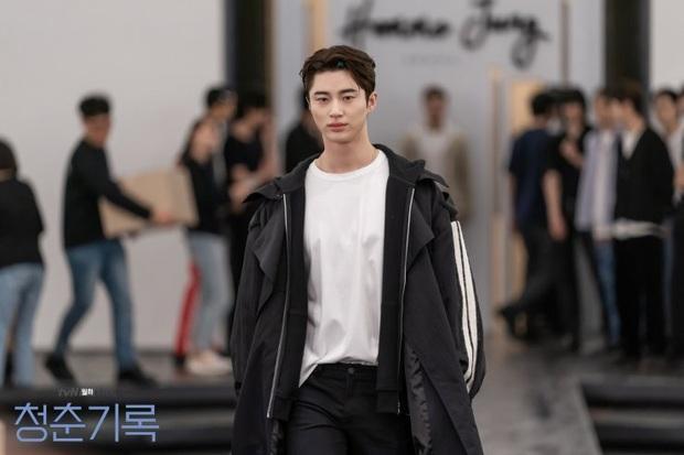 """Soi dàn cast Record of Youth: Đâu chỉ Park Bo Gum - Park So Dam thuộc hàng """"quốc bảo"""", nam phụ cũng xịn sò lắm à nghen! - Ảnh 22."""