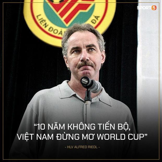 Nhìn lại những câu nói nổi tiếng của HLV Alfred Riedl, nhớ mãi lời nhận xét từ 22 năm trước: Bóng đá Việt Nam xây nhà từ nóc - Ảnh 1.
