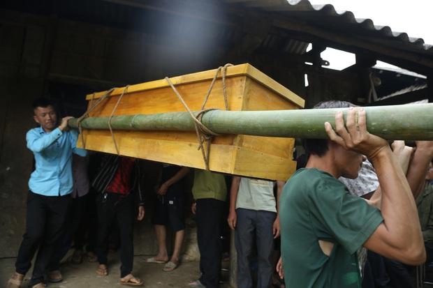 Giây phút 2 chị em thoát chết trong vụ cổng trường mầm non sập đổ làm 3 học sinh tử vong - Ảnh 2.