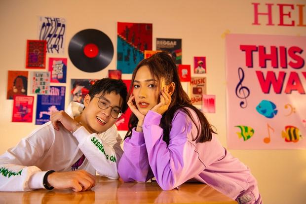 """Cara """"chốt đơn"""" bằng cái thơm má NoWay trong MV mới, cặp đôi Cano lại làm dân tình quắn quéo vì quá đáng yêu - Ảnh 10."""