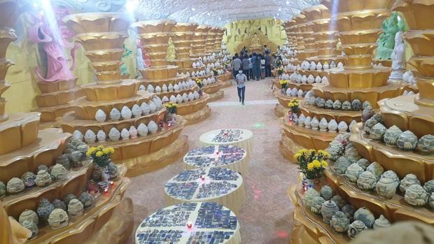 """Người dân đến chùa nhận dạng tro cốt tại chùa Kỳ Quang 2: """"Tôi vỡ oà vui sướng khi tìm được hũ cốt của người thân"""" - Ảnh 10."""