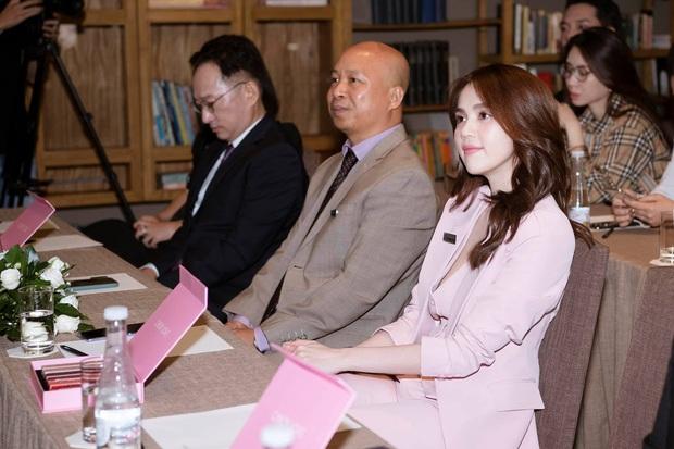 Hương Giang lên chức CEO, Ngọc Trinh đi chúc mừng mà chặt đẹp đàn em với đồng hồ hơn 4 tỷ - Ảnh 4.
