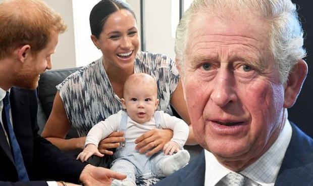 """Thái tử Charles ấp ủ kế hoạch """"bảo vệ"""" con trai của Harry và Meghan Markle ngay sau khi lên nắm quyền thay Nữ hoàng Anh? - Ảnh 2."""