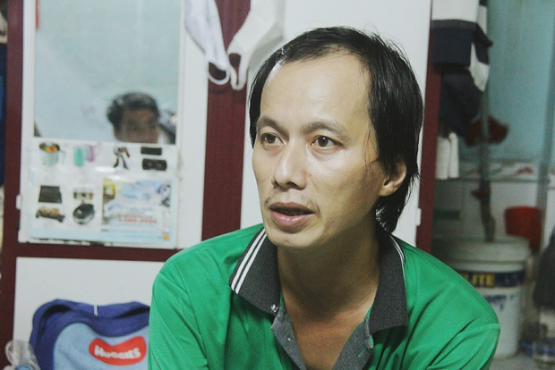 Gặp người cha địu bé trai 9 tháng tuổi chạy xe ôm ở Sài Gòn: Mình có lỗi với con, thấy con đi nắng mà xót lắm - Ảnh 6.