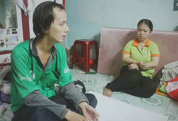 Gặp người cha địu bé trai 9 tháng tuổi chạy xe ôm ở Sài Gòn: Mình có lỗi với con, thấy con đi nắng mà xót lắm - Ảnh 5.