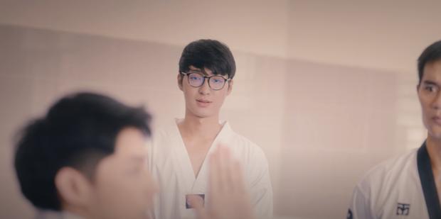 Noo Phước Thịnh vừa khoá môi Thu Anh, vừa có cảnh đam mỹ, MV cài cắm quá nhiều plot twist gây khó hiểu - Ảnh 6.