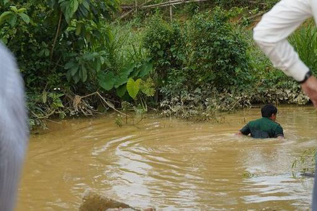 Nghệ An: Rơi xuống khe nước sâu, 3 học sinh tiểu học đuối nước thương tâm - Ảnh 1.