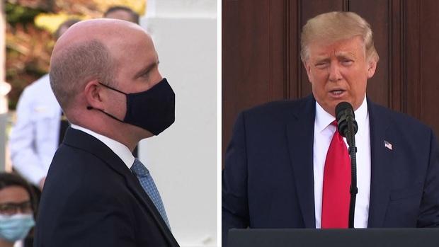 Video: Tổng thống Trump yêu cầu phóng viên tháo khẩu trang lúc phỏng vấn và cách đáp trả thẳng thắn của người này gây bão MXH - Ảnh 1.