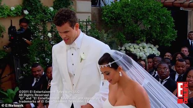 Show nhà Kardashian dừng sau 14 năm, loạt drama chấn động thế giới bị đào lại: Màn nude nhức mắt và hôn nhân 72 ngày của Kim! - Ảnh 3.