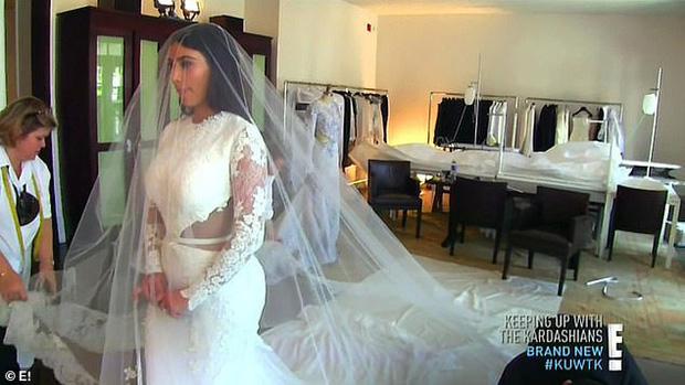 Show nhà Kardashian dừng sau 14 năm, loạt drama chấn động thế giới bị đào lại: Màn nude nhức mắt và hôn nhân 72 ngày của Kim! - Ảnh 5.