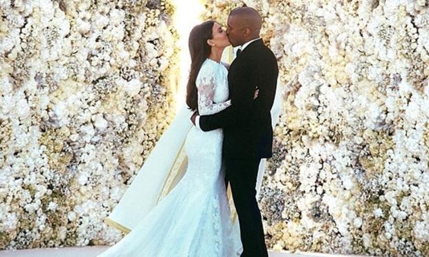 Show nhà Kardashian dừng sau 14 năm, loạt drama chấn động thế giới bị đào lại: Màn nude nhức mắt và hôn nhân 72 ngày của Kim! - Ảnh 6.