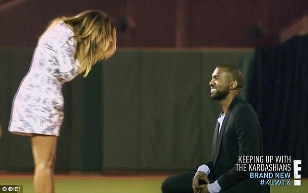 Show nhà Kardashian dừng sau 14 năm, loạt drama chấn động thế giới bị đào lại: Màn nude nhức mắt và hôn nhân 72 ngày của Kim! - Ảnh 8.