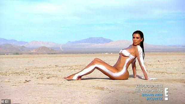 Show nhà Kardashian dừng sau 14 năm, loạt drama chấn động thế giới bị đào lại: Màn nude nhức mắt và hôn nhân 72 ngày của Kim! - Ảnh 10.