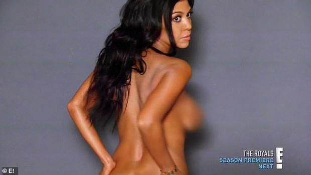 Show nhà Kardashian dừng sau 14 năm, loạt drama chấn động thế giới bị đào lại: Màn nude nhức mắt và hôn nhân 72 ngày của Kim! - Ảnh 11.