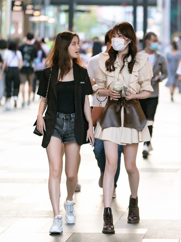 Chị em thi nhau copy style của Go Moon Young: Không nói đến thần thái, chỉ nhìn cách mix đồ đã thấy sai nhẹ - Ảnh 7.