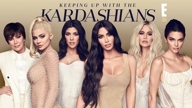 Show nhà Kardashian dừng sau 14 năm, loạt drama chấn động thế giới bị đào lại: Màn nude nhức mắt và hôn nhân 72 ngày của Kim! - Ảnh 2.