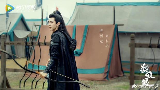 Sát Phá Lang tung ảnh nhân vật đẹp như mơ nhưng cặp cha con lại trông như anh em sinh đôi? - Ảnh 1.