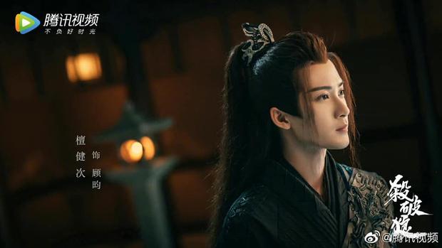 Sát Phá Lang tung ảnh nhân vật đẹp như mơ nhưng cặp cha con lại trông như anh em sinh đôi? - Ảnh 2.