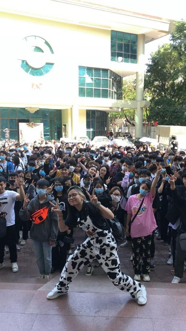 The New District comeback ở Hà Nội, choáng với cảnh đám đông ùa vào hội chợ như vỡ trận - Ảnh 2.