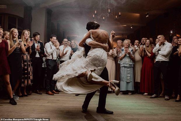 Loạt tác phẩm lọt top giải thưởng nhiếp ảnh đám cưới thế giới khiến bất cứ chị em nào cũng muốn thuê ngay về chụp 1 bộ - Ảnh 19.