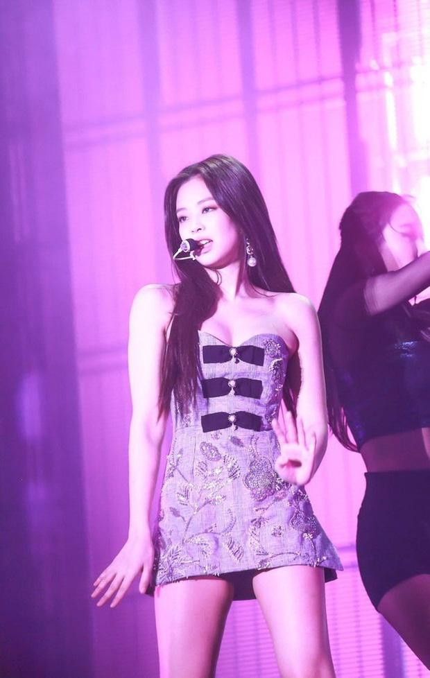 """Knet phát cuồng vì """"bờ vai móc áo"""" đẹp khó tin của Jennie (BLACKPINK): Bảo sao mặc gì cũng đỉnh, ảnh kém chất lượng dìm không nổi - Ảnh 5."""