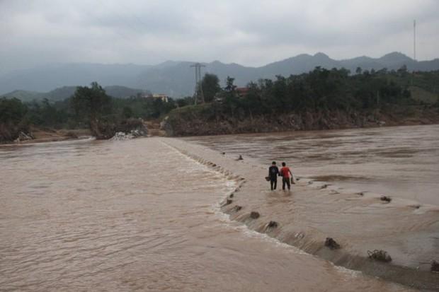 Quảng Trị cấm biển, sẵn sàng sơ tán 94.000 người dân trước bão số 13 - Ảnh 2.