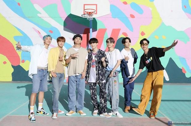 Dynamite của BTS trở thành bài hát thắng nhiều cúp nhất lịch sử Kpop, tiễn Boy With Luv và hàng loạt hit khác ra chuồng gà - Ảnh 6.