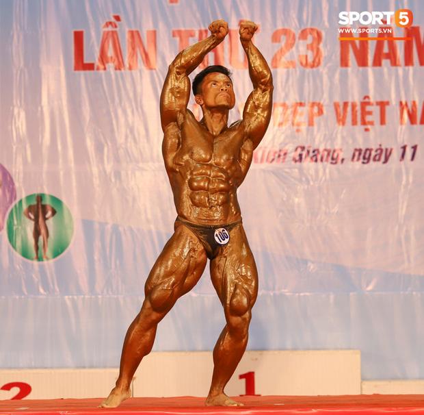 Từ 146 kg, chàng trai béo phì lột xác thành nhà vô địch tuyệt đối ở Giải thể hình danh giá nhất Việt Nam - Ảnh 12.