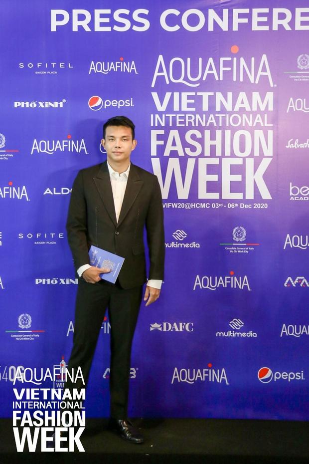 Họp báo Aquafina Tuần lễ thời trang Quốc tế Việt Nam: Phương Mai khoe vòng 1 thách thức, hé lộ mẫu thiết kế trong BST mở màn đến từ NTK Công Trí - Ảnh 7.