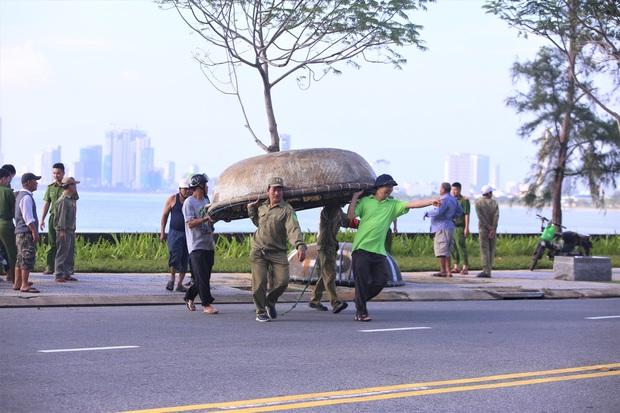 Đà Nẵng yêu cầu người dân không ra khỏi nhà từ 12 giờ trưa 14/11 để tránh bão số 13 - Ảnh 1.